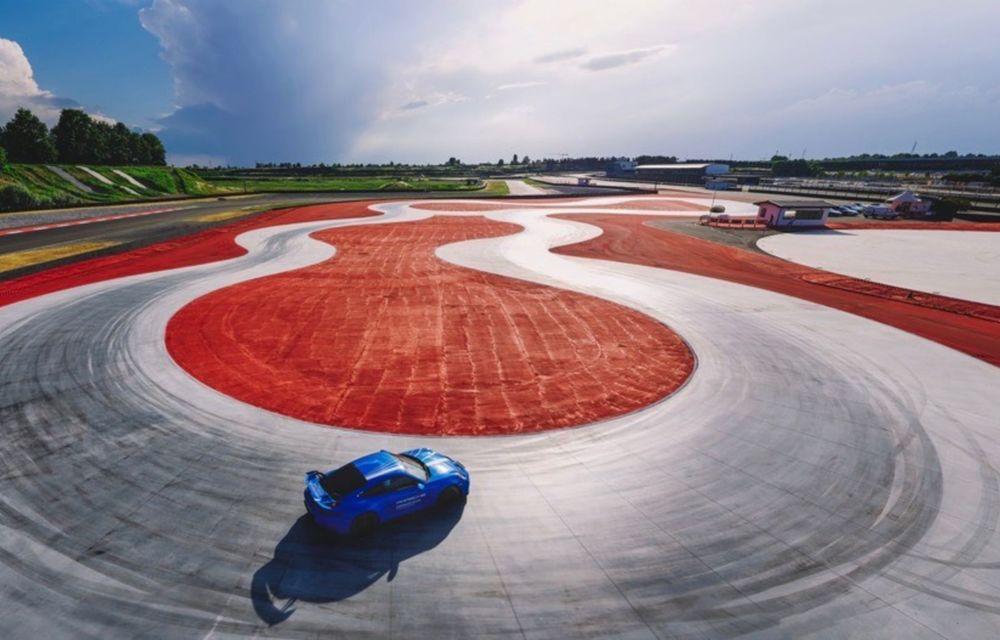 Porsche deschide cel mai mare Experience Center din lume, în Italia. Include un circuit omologat pentru competiții - Poza 4