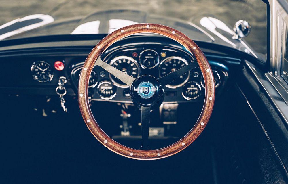 Mașina lui James Bond, în miniatură: pur electrică, 21 CP și o serie de gadget-uri - Poza 8