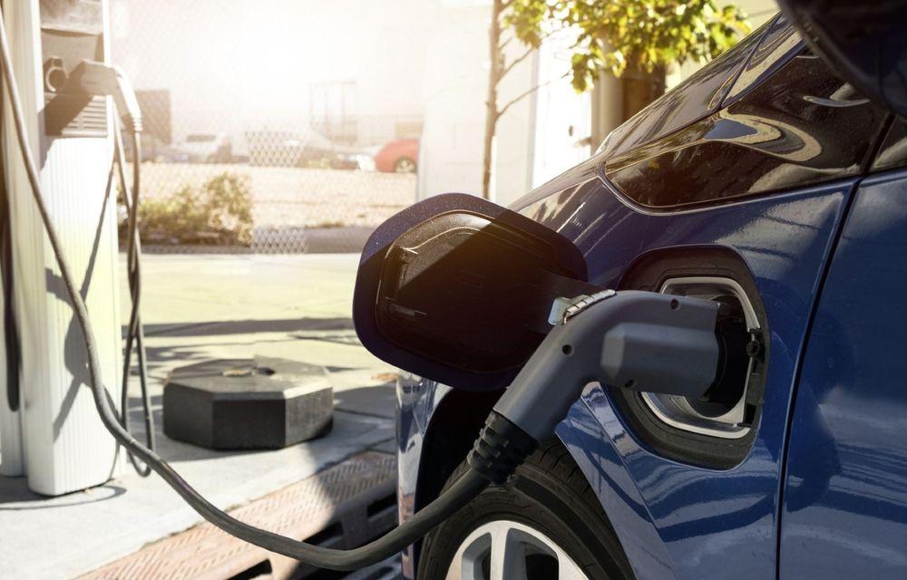 PREMIERĂ: Vânzările de electrificate le-au depășit pe cele de mașini diesel în luna august, în Europa - Poza 1