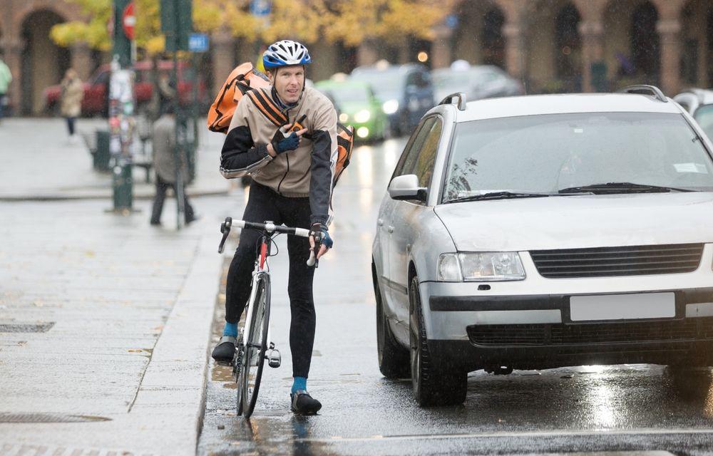 Codul Rutier: S-au schimbat condițiile în care bicicliștii pot fi depășiți de mașini - Poza 1