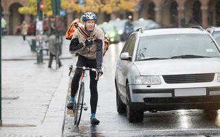 Codul Rutier: S-au schimbat condițiile în care bicicliștii pot fi depășiți de mașini