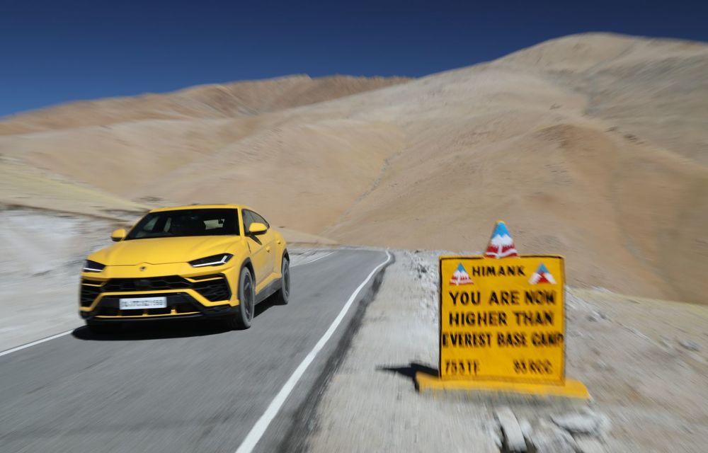 Lamborghini Urus ajunge pe cea mai înaltă șosea din lume: 5.880 de metri altitudine - Poza 3