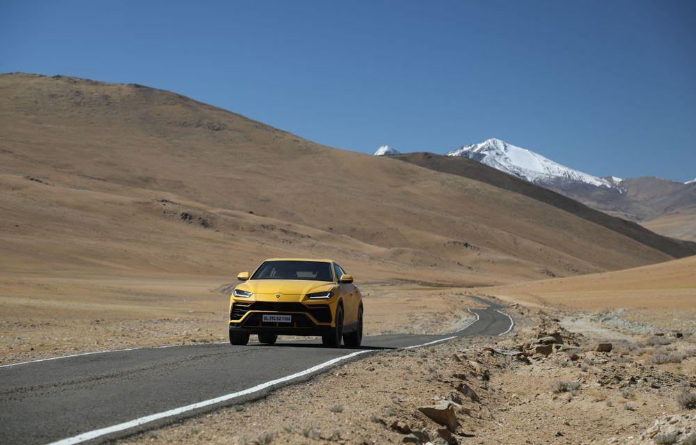 Lamborghini Urus ajunge pe cea mai înaltă șosea din lume: 5.880 de metri altitudine - Poza 6