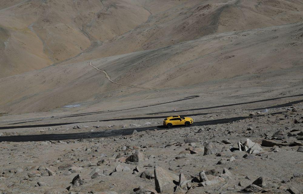 Lamborghini Urus ajunge pe cea mai înaltă șosea din lume: 5.880 de metri altitudine - Poza 7