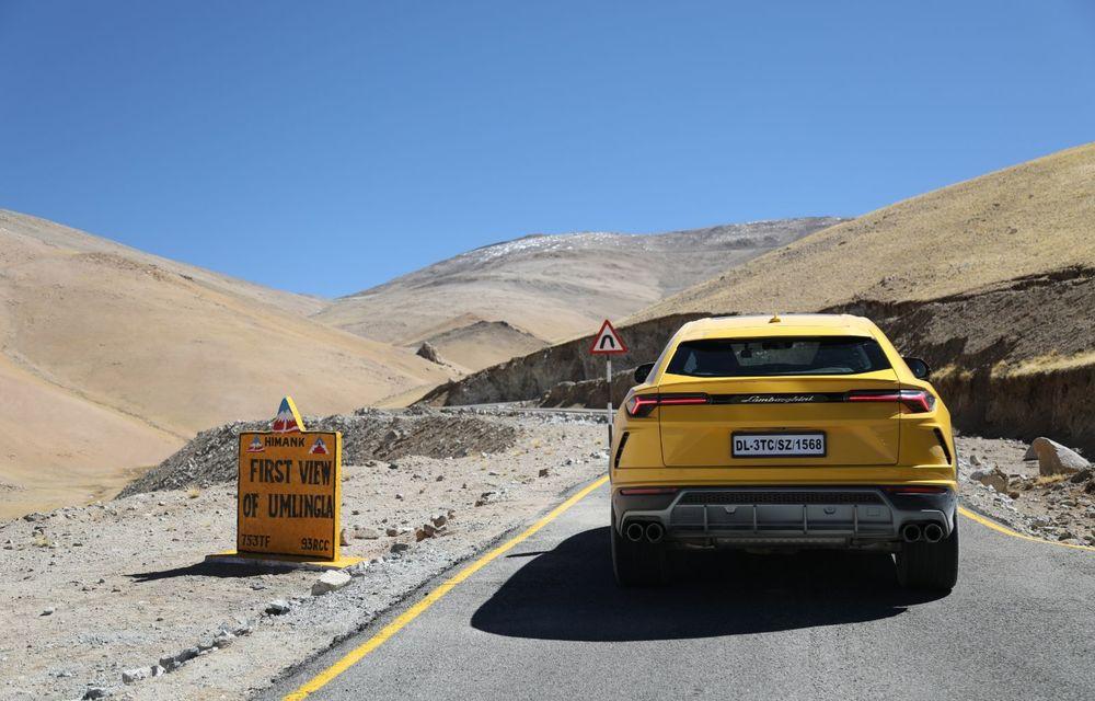 Lamborghini Urus ajunge pe cea mai înaltă șosea din lume: 5.880 de metri altitudine - Poza 4