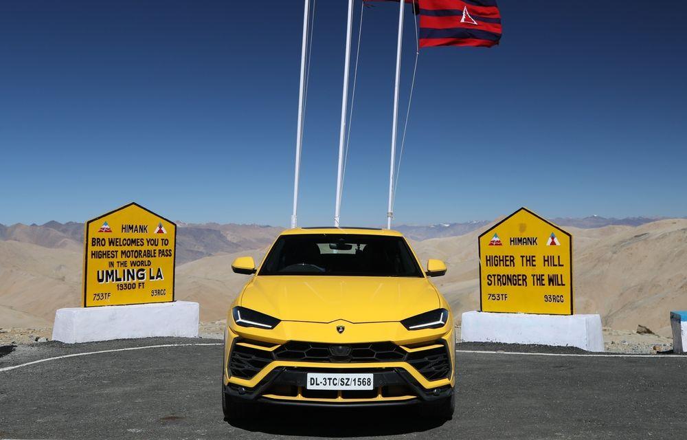 Lamborghini Urus ajunge pe cea mai înaltă șosea din lume: 5.880 de metri altitudine - Poza 1