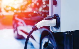 PREMIERĂ: Europenii au înmatriculat mai multe mașini hibrid decât diesel
