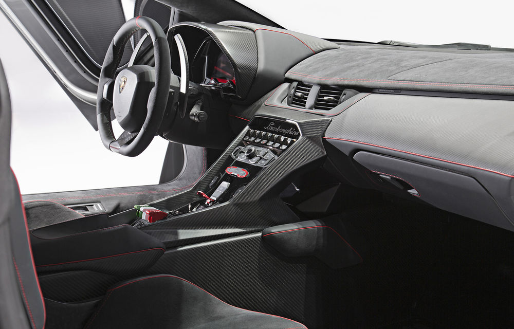 Lamborghini Veneno vine la Geneva. Doar trei exemplare, preţ pe măsură: 3.6 milioane de euro - Poza 2