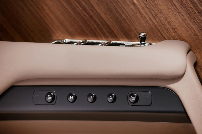 Rolls-Royce Wraith: lista de aşteptare merge până în mai 2014 - Poza 2