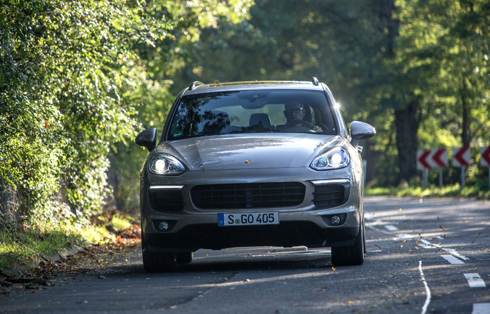 Porsche Cayenne facelift: schimbări estetice şi motoare noi pentru SUV-ul german - Poza 2