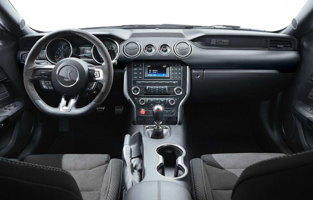 Ford Shelby GT350 Mustang, un elogiu de 500 CP adus lui Carroll Shelby - Poza 2