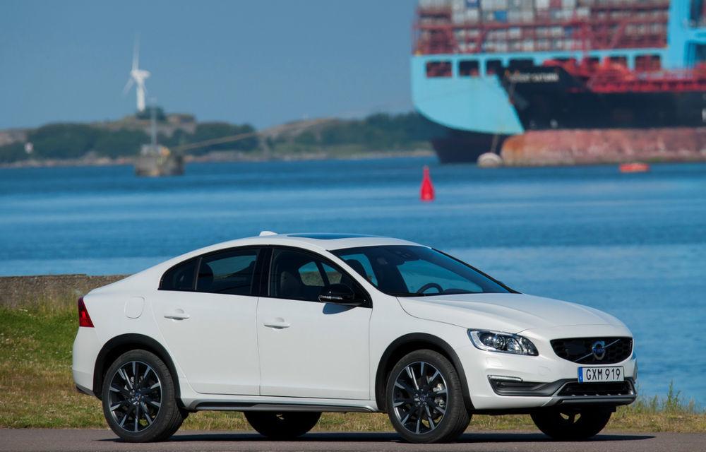 Nu orice crossover devine un succes: Volvo S60 Cross Country a devenit oaia neagră a suedezilor - Poza 2