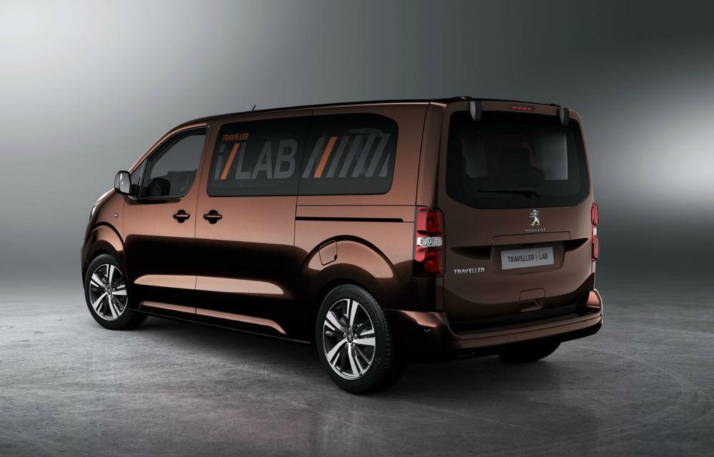 Cine ar fi crezut? Francezii de la Peugeot au lansat o utilitară de persoane la fel de luxoasă ca un Mercedes V-Klasse - Poza 2