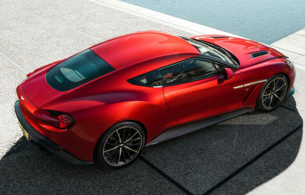 Aston Martin Vanquish Zagato Coupe: unul dintre cele 99 de exemplare produse a fost scos la vânzare pentru 749.000 de euro - Poza 2