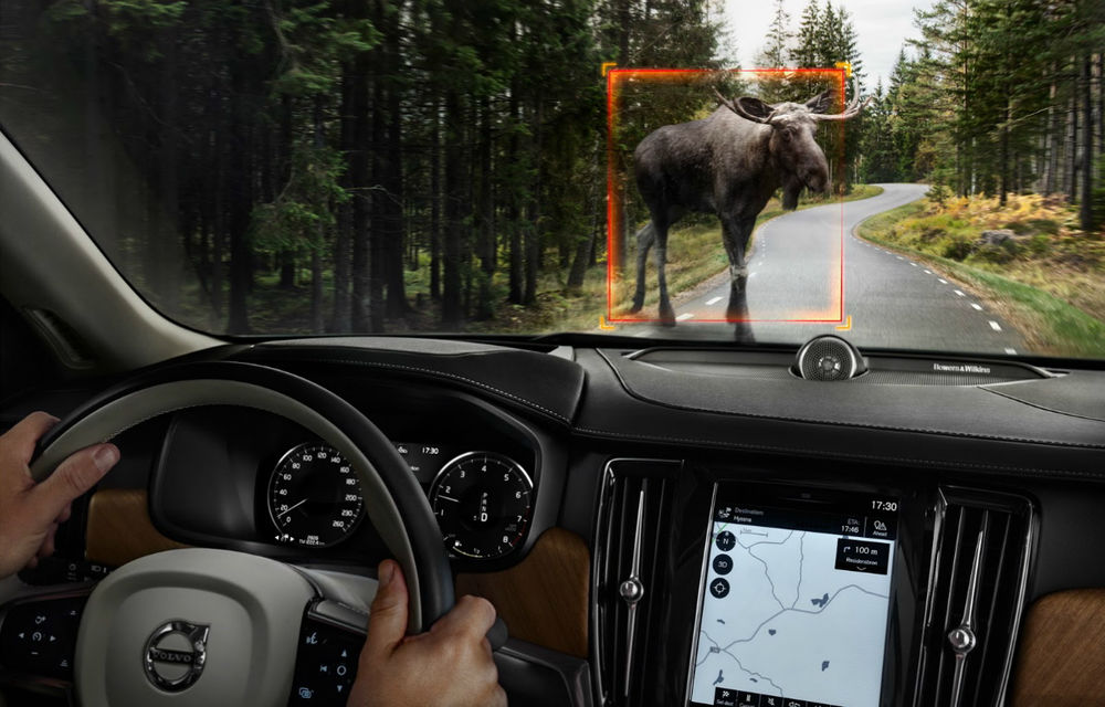 Aproape SUV: Volvo V90 Cross Country vrea o felie din piața familiștilor cu spirit de aventură - Poza 2