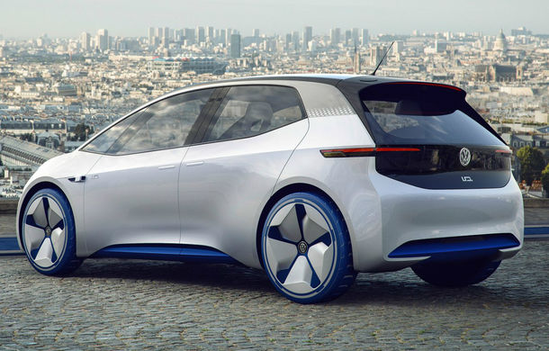 Revoluţie în navigaţie: Volkswagen ID va avea un head-up display care va proiecta pictograme la 15 metri în faţa şoferului - Poza 3