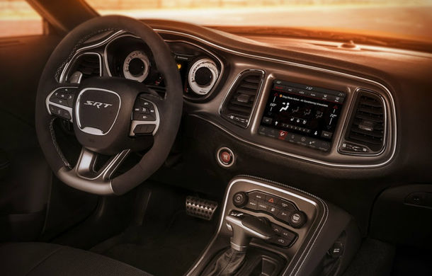 Până unde poate merge nebunia americanilor? Dodge Challenger SRT Demon este cea mai rapidă mașină din lume - Poza 2