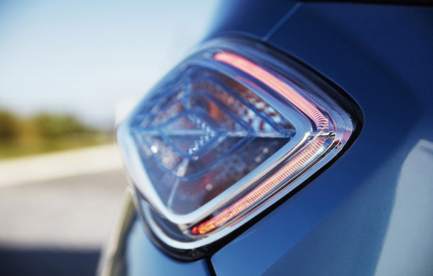 Renault Zoe, disponibil și în România cu motorul de 110 cai putere: noua versiune a mașinii electrice costă 35.000 de euro - Poza 2