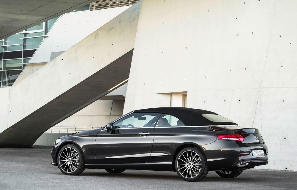 Mercedes-Benz Clasa C Coupe și Clasa C Cabrio facelift: modificări exterioare minore, sistem micro-hibrid și versiuni AMG cu 390 CP - Poza 2