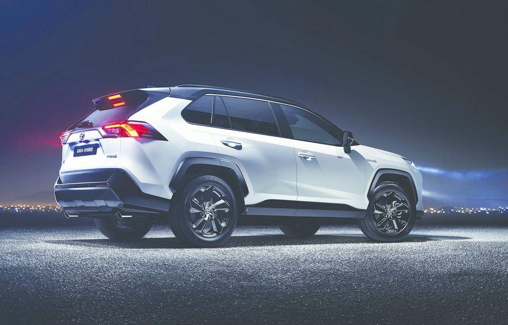 Toyota RAV4 Hybrid a sosit în Europa: motor pe benzină de 2.5 litri și 222 de cai putere - Poza 2