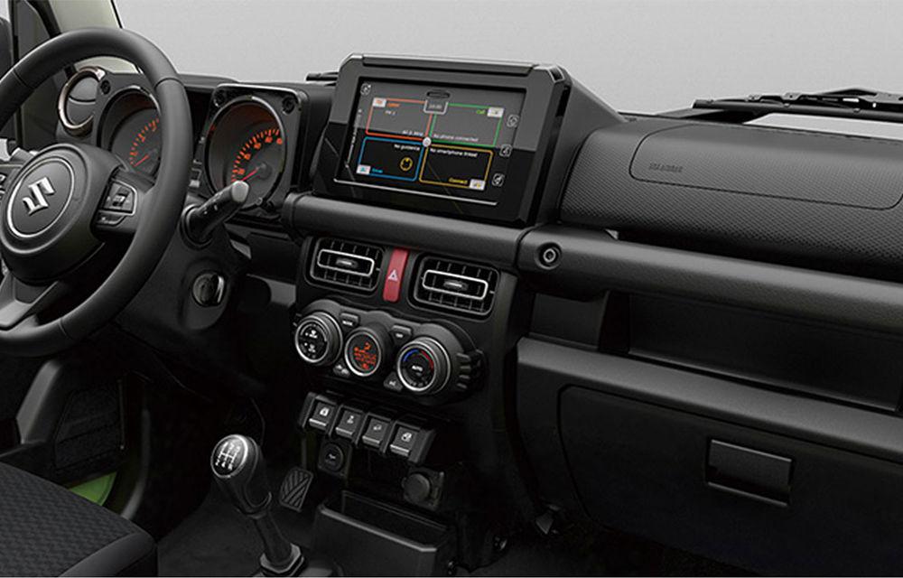 Primele fotografii oficiale cu noua generație Suzuki Jimny: design ușor modificat și interior modern - Poza 2