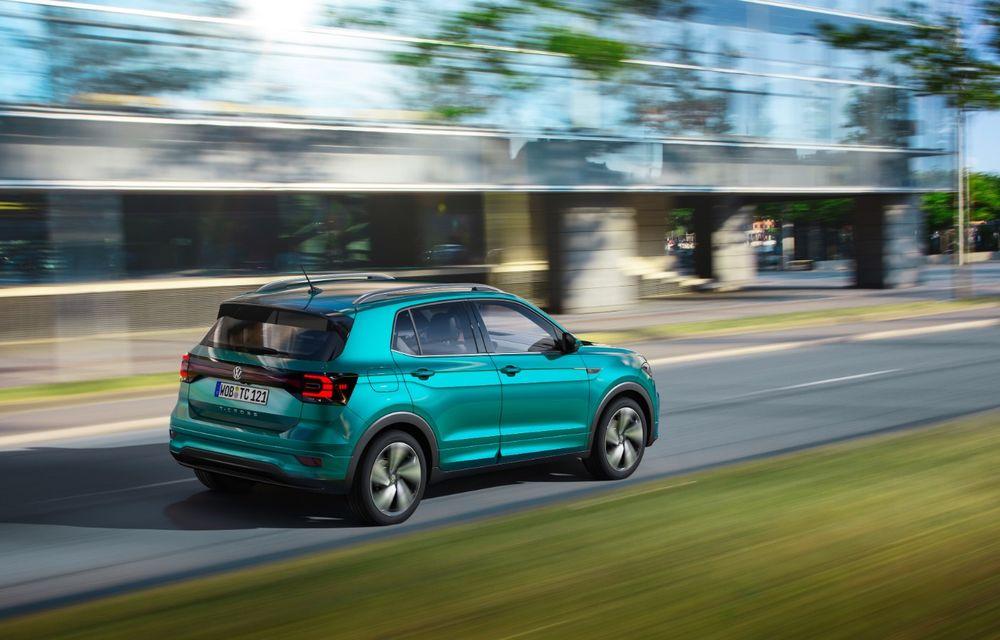 Oficial: Volkswagen T-Cross se prezintă: caracter practic și sisteme de siguranță de top pentru cel mai mic SUV din gama constructorului german - Poza 2