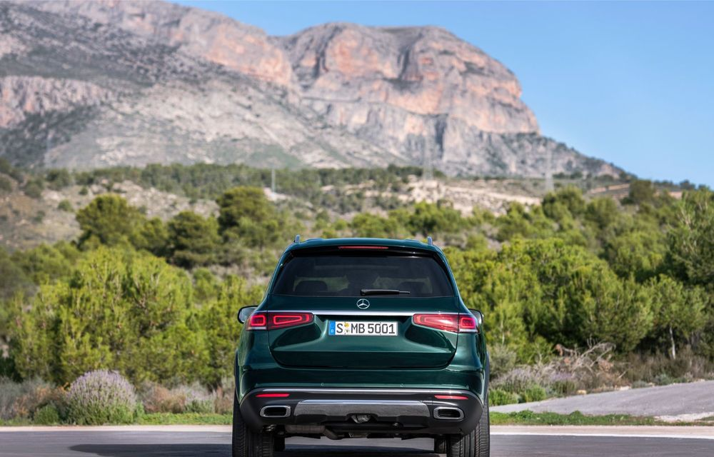 Mercedes-Benz a prezentat noua generație GLS: design îmbunătățit, versiune cu șase locuri și motorizări pe benzină cu sistem mild-hybrid - Poza 2