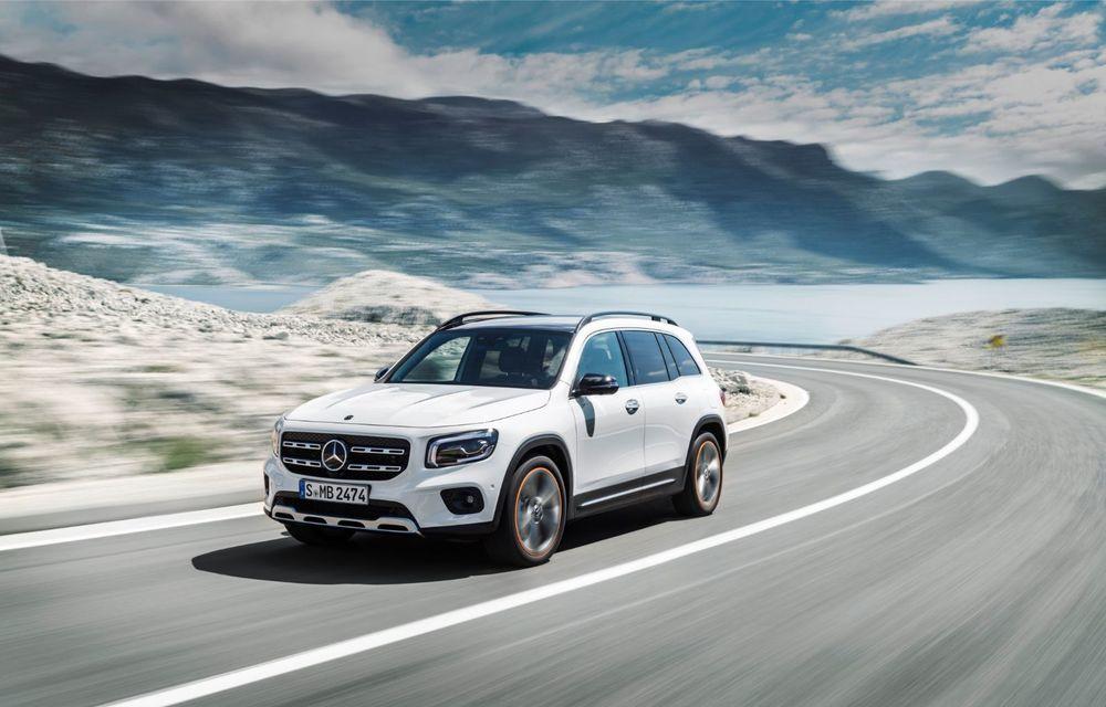 Mercedes-Benz GLB, poze și detalii oficiale: noul SUV compact preia motorizările lui Clasa A și poate fi comandat și în versiune cu 7 locuri - Poza 2