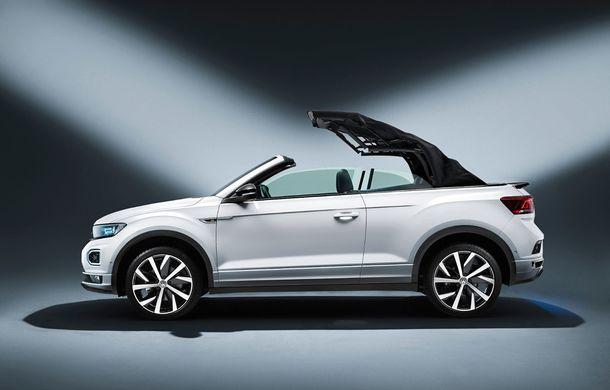 Volkswagen prezintă noul T-Roc Cabriolet: SUV-ul cu plafon soft-top are 2 motoare pe benzină de 115 și 150 de cai putere - Poza 2