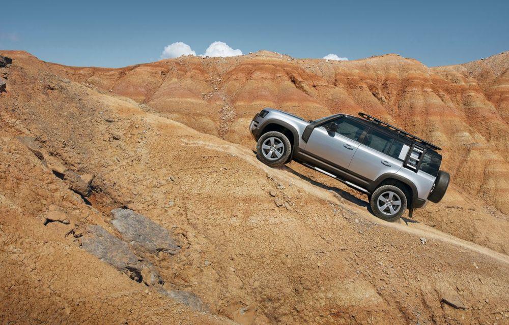 Noua generație Land Rover Defender este aici: motorizări diesel și pe benzină, versiune plug-in hybrid și tehnologii de ultimă generație - Poza 2