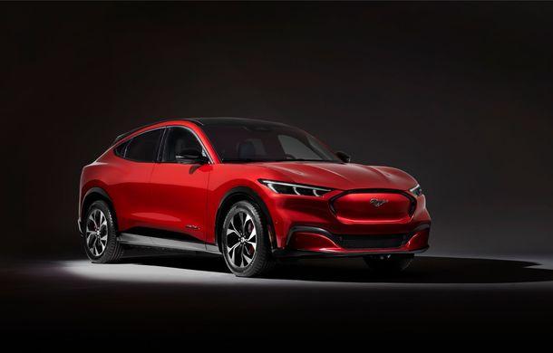 Ford a prezentat noul SUV electric Mustang Mach-E: versiunea GT propune tracțiune integrală și 465 CP, iar variantele cu roți motrice spate promit o autonomie de până la 600 de kilometri - Poza 2