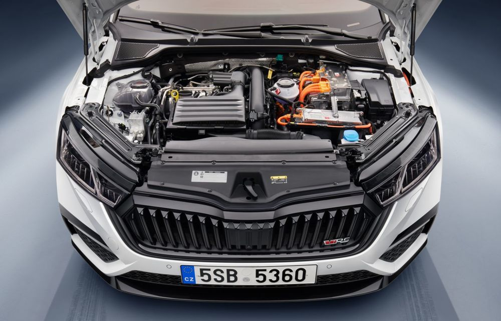 Skoda lansează Octavia RS iV: versiunea de performanță cu sistem plug-in hybrid oferă 245 CP și autonomie electrică de până la 60 de kilometri - Poza 2