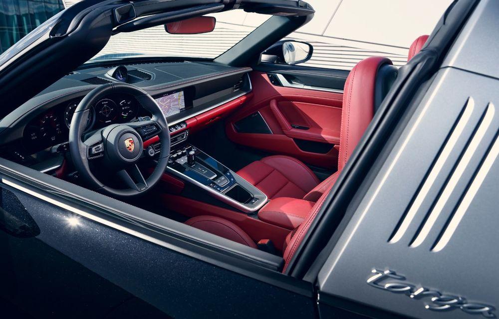 Porsche a prezentat noua generație 911 Targa: două versiuni de putere cu până la 450 CP și soft-top acționat electric în 19 secunde - Poza 2
