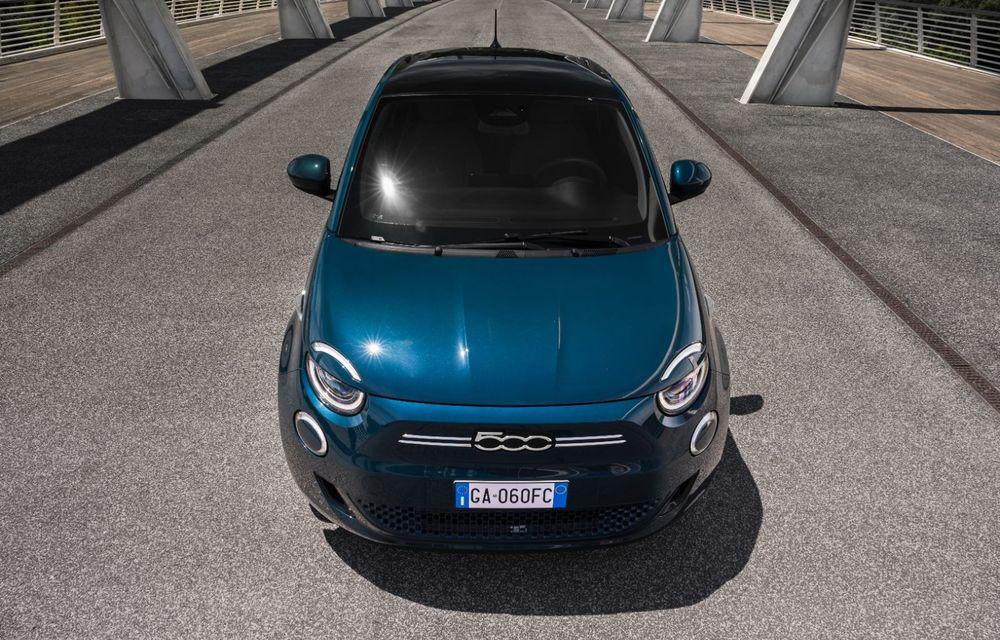 Primele imagini cu hatchback-ul Fiat 500 electric: citadinul italian are motor de 118 CP și autonomie de până la 320 de kilometri - Poza 2