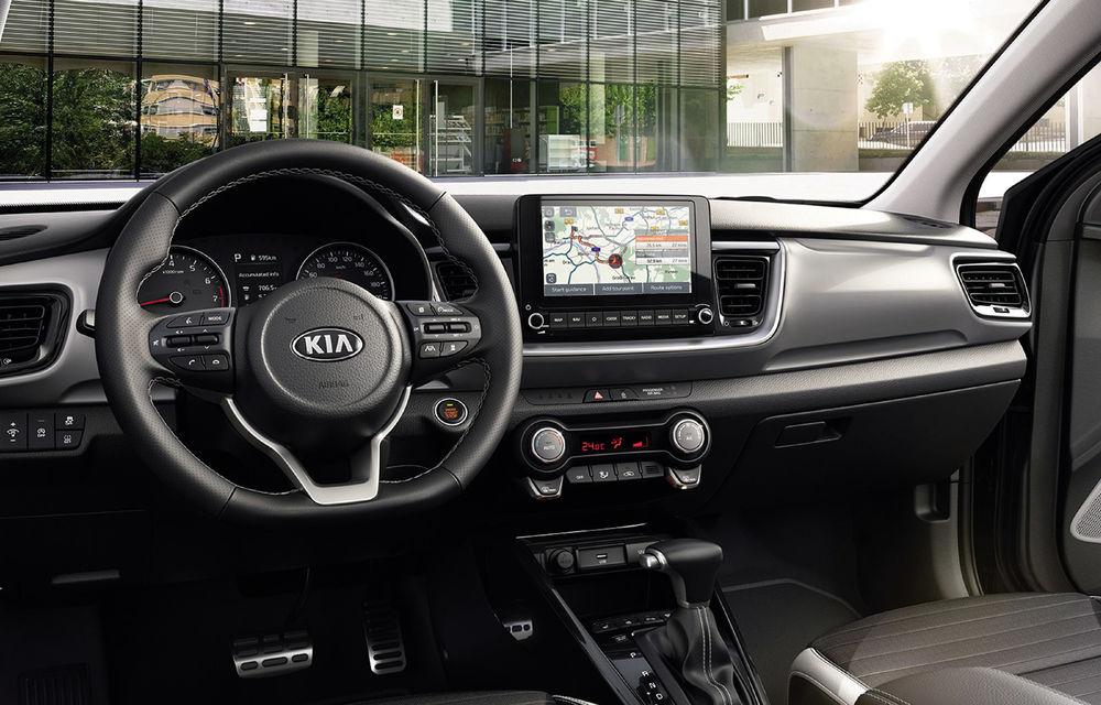 Primele imagini și detalii despre Kia Stonic facelift: crossover-ul primește motorizare mild-hybrid de până la 120 CP și ecran de 8 inch - Poza 2