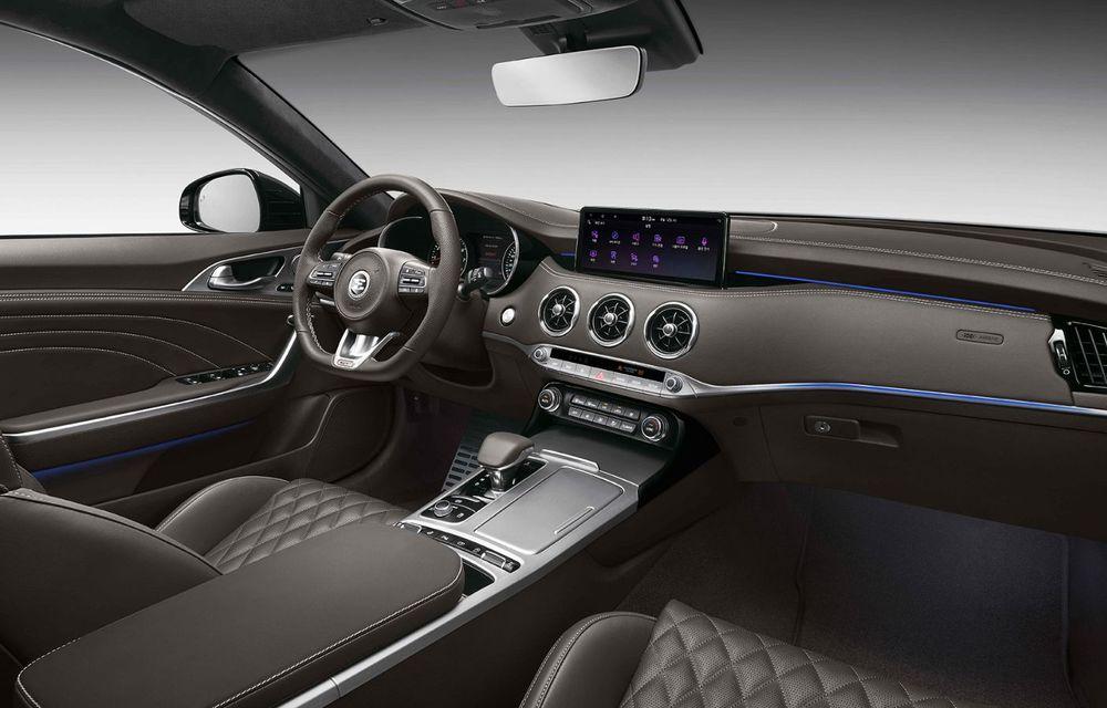 Primele imagini cu Kia Stinger facelift: mici îmbunătățiri estetice și noutăți la interior - Poza 2