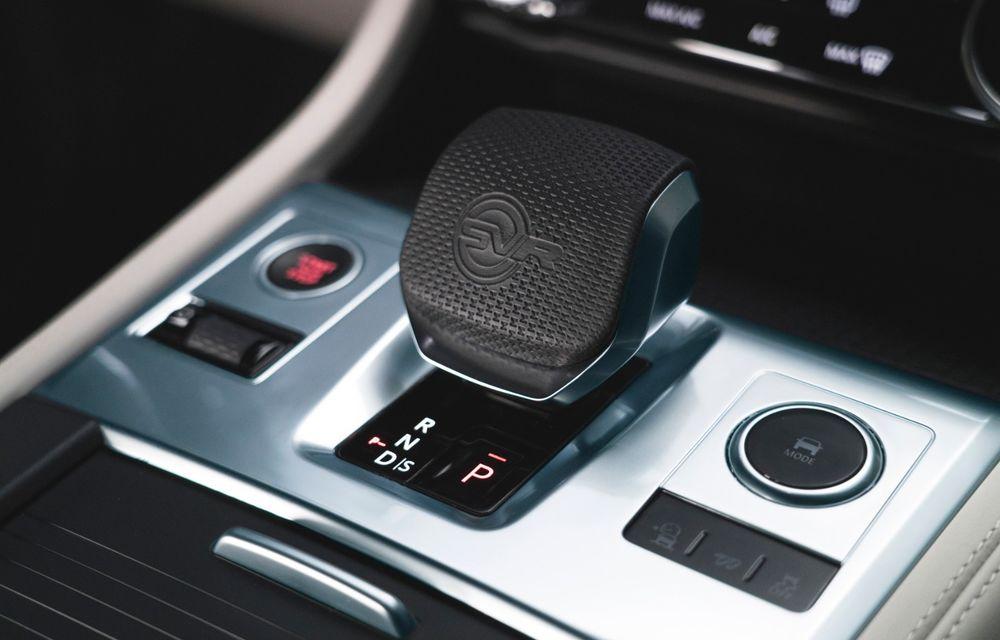 Jaguar a prezentat F-Pace SVR facelift: 550 de cai putere și 0-100 km/h în 4 secunde - Poza 5